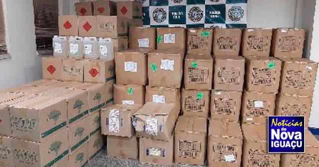 Polícia Civil estoura depósito clandestino de álcool e máscaras de proteção em Nova Iguaçu