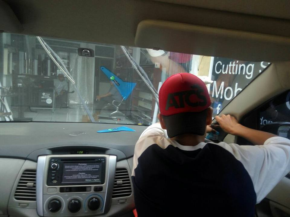 jasa pasang kaca film V-Kool untuk mobil Nissan X-Trail