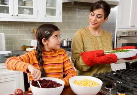 Cara Melatih Anak agar Mau Membantu Pekerjaan Rumah Tangga