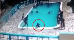 Η 15χρονη Ναϊρόμπι Μοντές πήγε με ένα φίλο της στην πισίνα της γειτονιάς για ν' απολαύσει λίγες στιγμές δροσιάς, μια ζεστή μέρα στον Άγιο Δο...