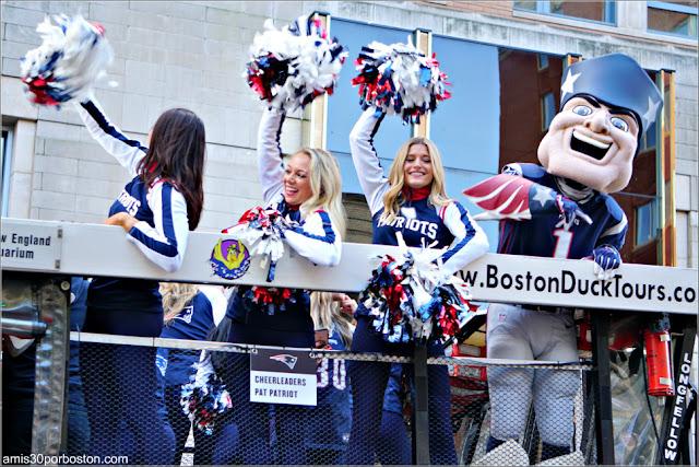 Animadoras y Pat Patriots en el Desfile de Celebración de la Super Bowl LIII