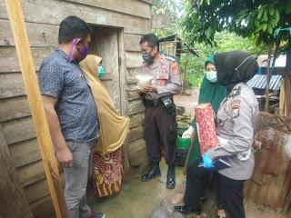 Bhayangkari Cabang Enrekang, Didampingi Kapolsek Cendana Salurkan Bantuan Ke Warga Kurang Mampu