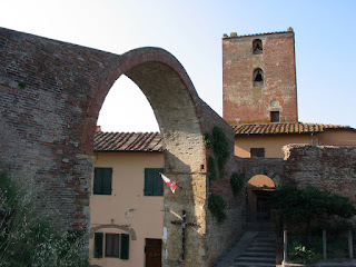 The Arch of Castruccio and the Tower of San Matteo, in the background, are echoes of Montopoli Val d'Arno's history