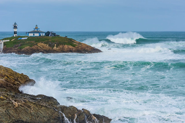 Faro de Isla Pancha Ribadeo. Formación de la ola gigante Panchorro