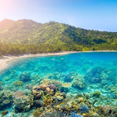 11 Pulau Favorit untuk Traveling dan Honeymoon di Indonesia