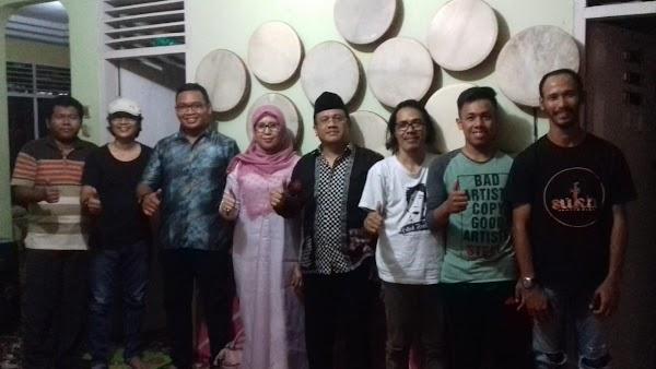 Dua Seniman, Satu Anggota DPRD Riau Kunjungi Suku Seni