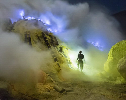 Tinuku.com Travel Mount Ijen, watching amazing blue fire in acid lake and spill millions cubic sulfur into crater
