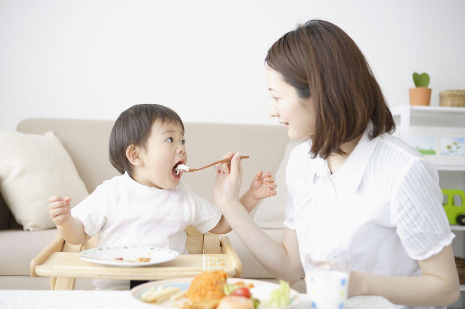 Chia sẻ kinh nghiệm chăm con biếng ăn của bà mẹ trẻ 2 con
