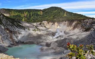 Gunung%2BTangkuban%2BPerahu%2BJawa%2BBarat%2B%25E2%2580%2593%2BPesona%2BKeindahan%2BAlam%2BPegunungan%2BYang%2BMenghijau%2BAlami Gunung Tangkuban Perahu Jawa Barat – Pesona Keindahan Alam Pegunungan Yang Menghijau Alami