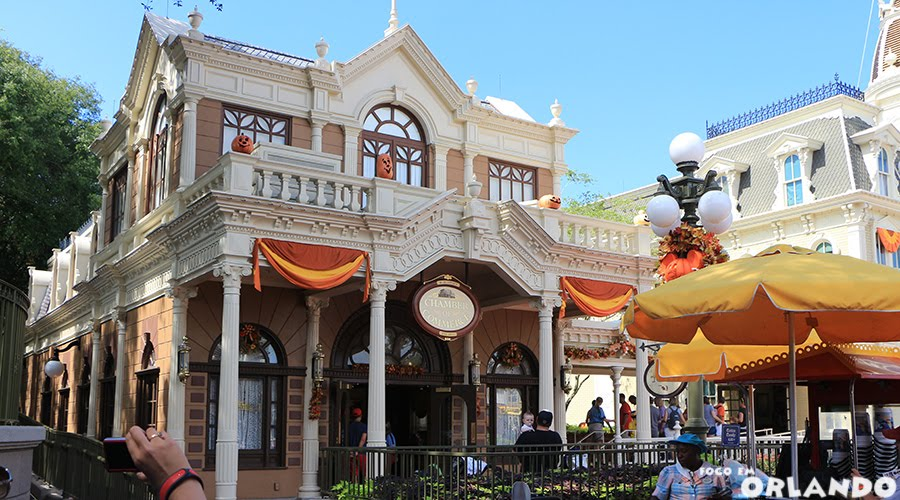 The Chamber of Commerce, Magic Kingdom