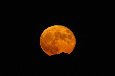 Lluna plena darrera Sant Llorenç del Munt - 05/07/2020 22:17 des de Sant Mateu de Bages