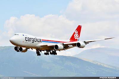 Cargolux arribando en Quito