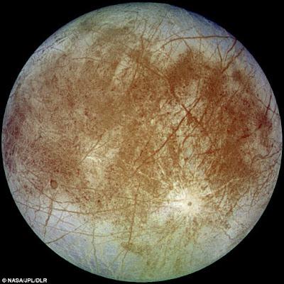 Phát hiện vật giống tàu vũ trụ bí ẩn gần mặt trăng Europa của Sao Mộc