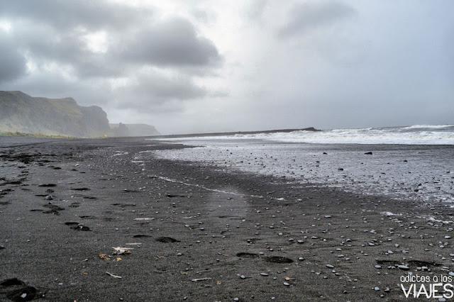 Playa de arena negra en Vik