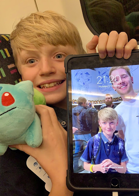 Boy with Bulbasaur and screensaver with Dan TDM