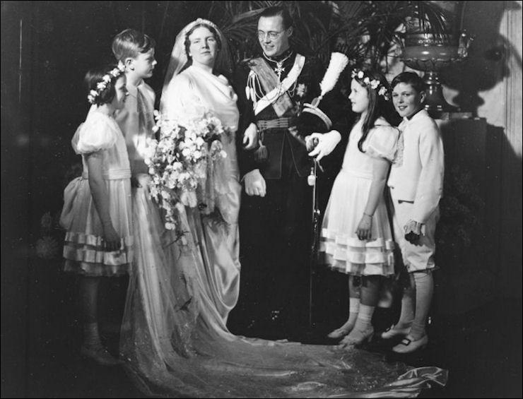juliana en bernhard 25 jaar getrouwd 7 januari 1937: Huwelijksdag Juliana en Bernhard | De Oranjes juliana en bernhard 25 jaar getrouwd