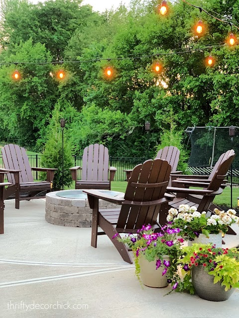 round fire pit with chairs