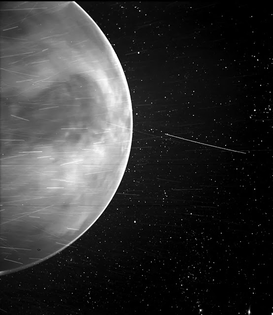 قام مصور WISPR الخاص بـ Parker Solar Probe بتصوير كوكب الزهرة أثناء رحلة جوية في 11 يوليو 2020 (مصدر الصورة: NASA / Johns Hopkins APL / Naval Research Laboratory / Guillermo Stenborg و Brendan Gallagher)