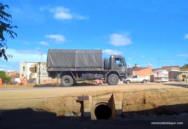 Caminhões com soldados do Exército chegam a Santa Cruz do Capibaribe