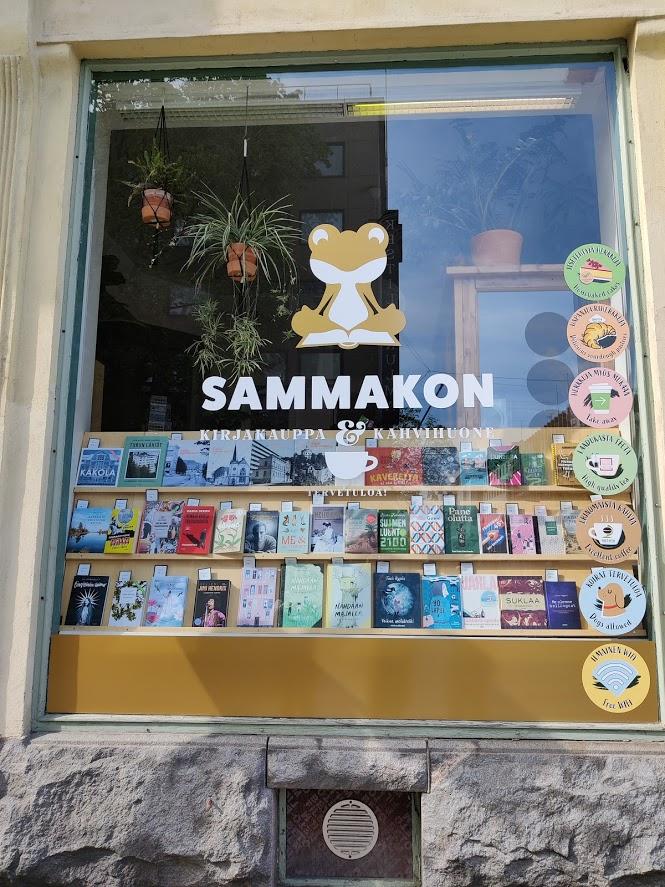 Sammakon kirjakauppa & kahvihuone näyteikkuna
