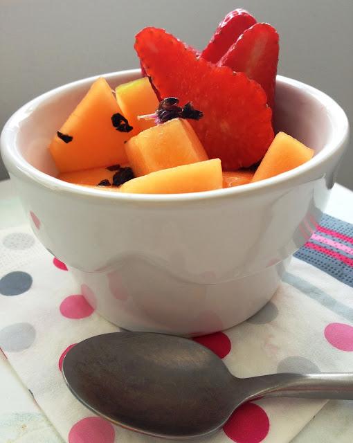 sweet kwisine, melon, fraises,basilic, salade de fruits