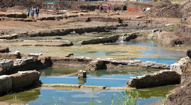 Monumental pool complex found in outskirts of Rome