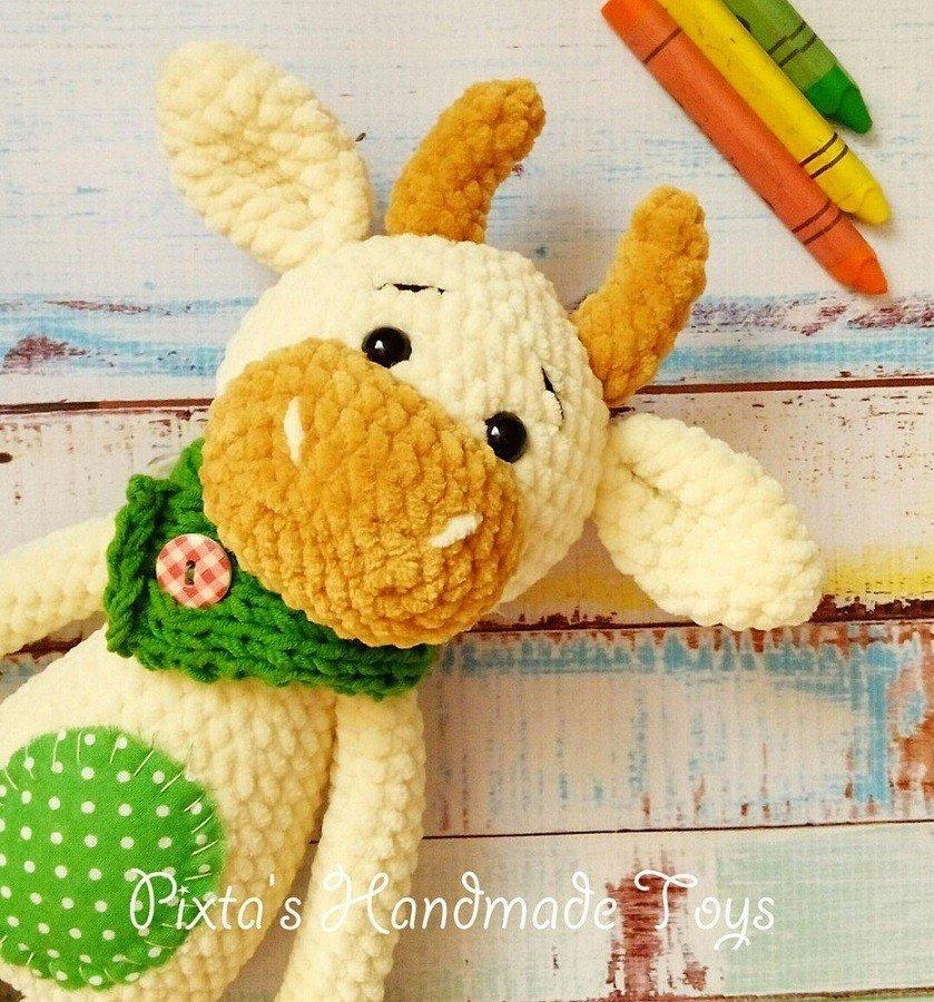 Amigurumi bull crochet toy