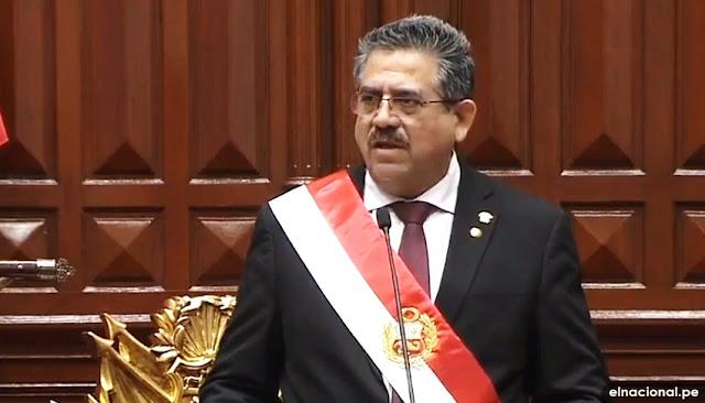Manuel Merino asume la presidencia del Perú