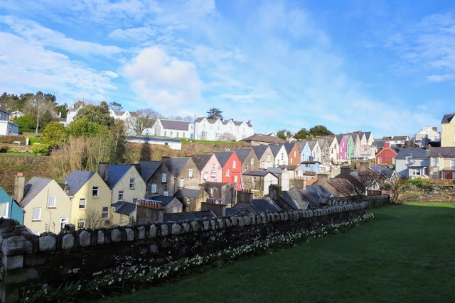 Cork to Cobh by Train: colorful houses in Cobh
