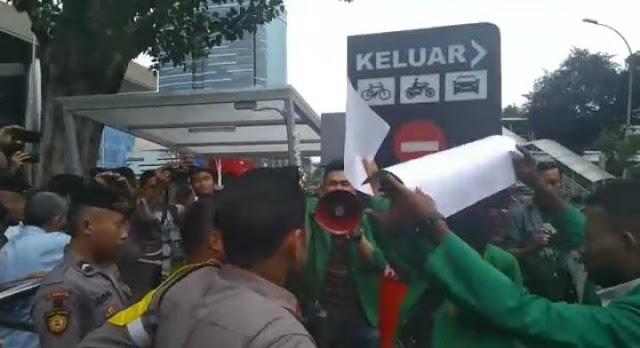 Mahasiswa Demo KPK Terkait Skandal Petral