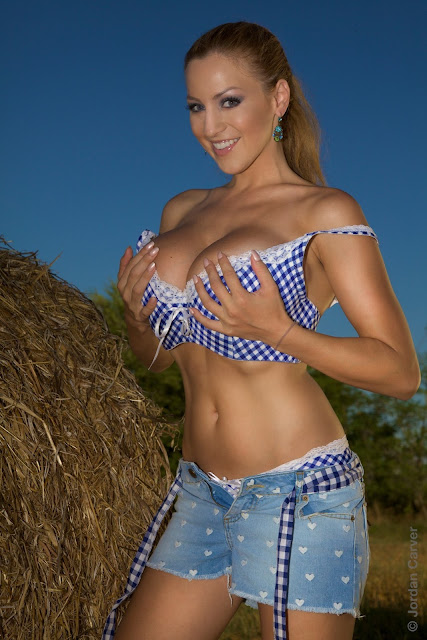 Jordan-Carver-Into-The-Blue-hot-sexy-photo-3