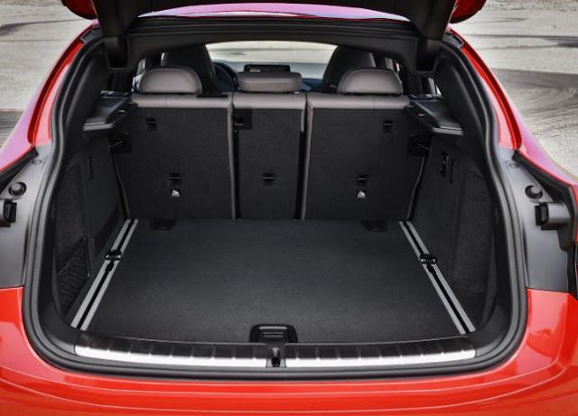 bmw-x4-m-open-storage-space