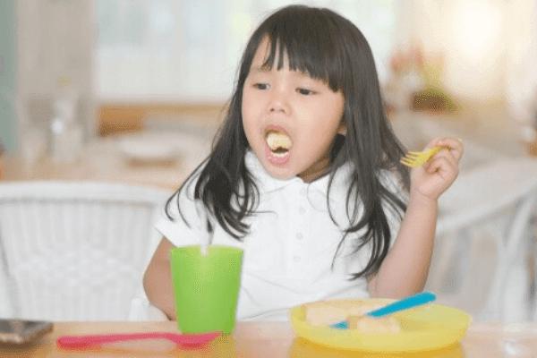 Ketahui Penyebab Anak Muntah dan Cara Mengatasinya