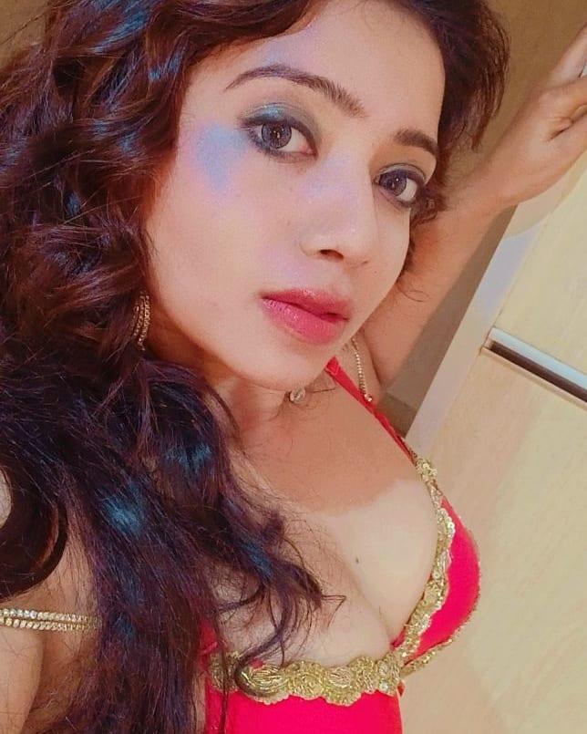 Naye Padosi Heroin Rekha Mona Sarkar Images