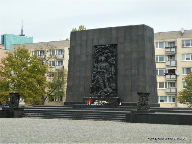 monumento a los héroes del gueto en Varsovia