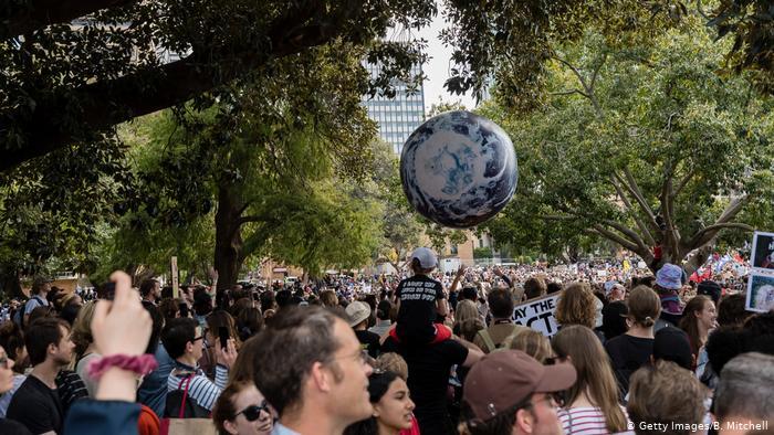Greve Global Pelo Clima: Sociedade iludida e induzida pela  grande mídia, e como se autodestruirá