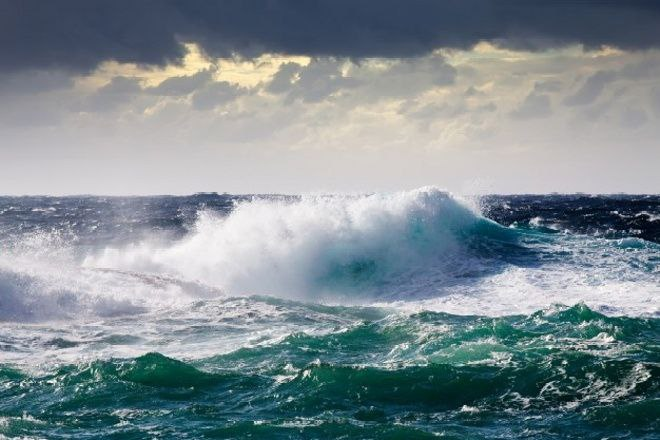 Waspada Gelombang Tinggi Hingga 2,5 Meter di Teluk Bone