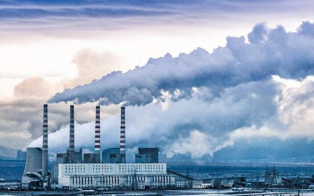 Ερευνα: Αυξημένοι 15% οι θάνατοι από κορωνοϊό σε περιοχές με ρύπανση