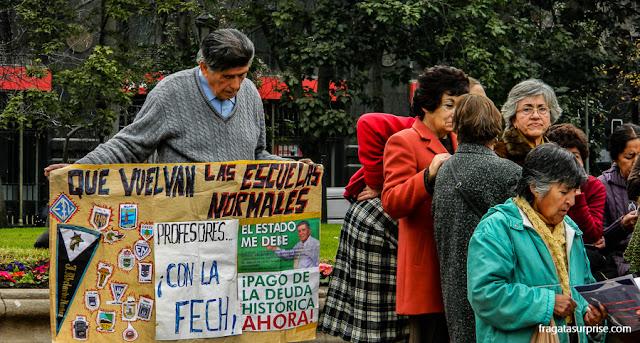 Manifestação de professores na Plaza Constitución, Santiago do Chile