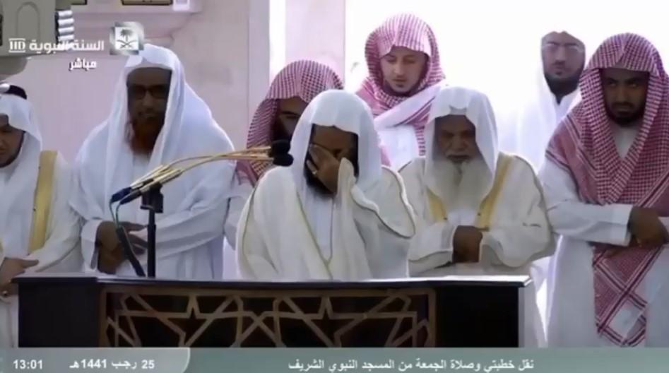 Resmi Ditutup, Imam Masjid Nabawi tak Henti-hentinya Menangis Saat ...
