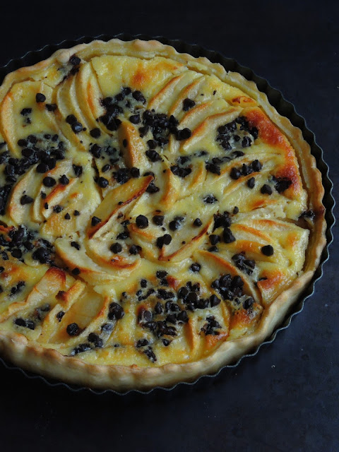 Apple & Chocolate Chips Tart