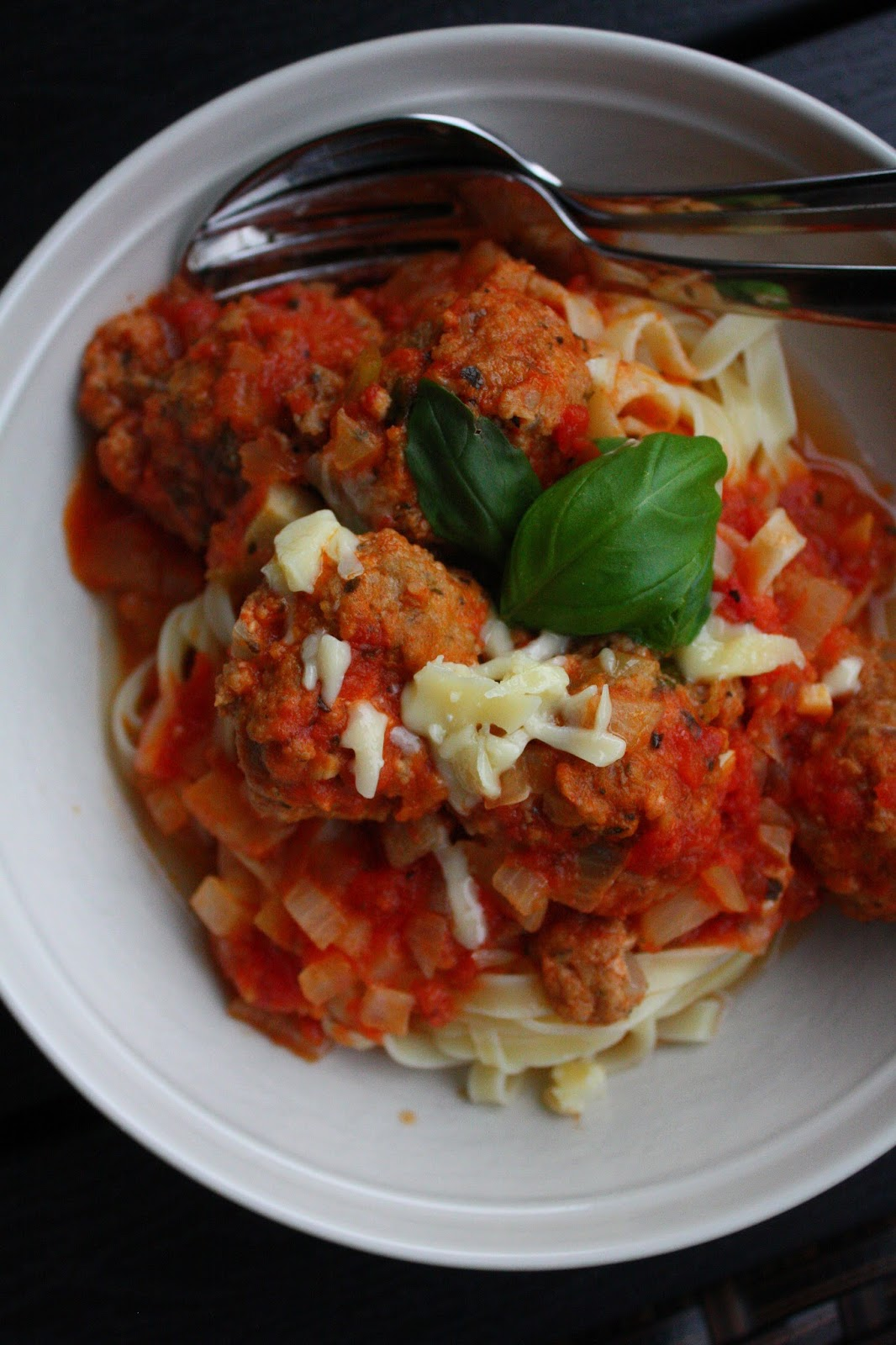 frikadelli lihapulla lihapyörykkä italia tomaattikastike resepti