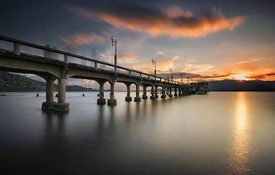 Senja di Pantai Amahami Jembatan cinta dan Unik Di NTB
