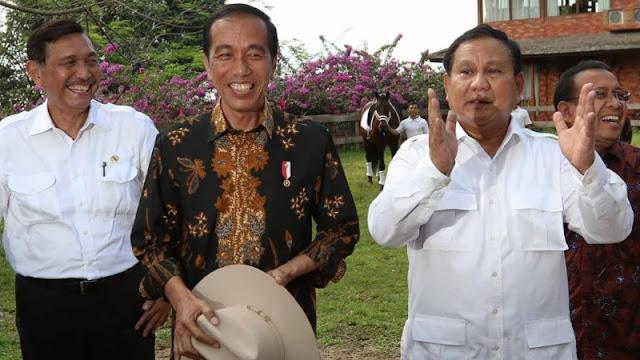 """Cadas, Foto Prabowo dan Luhut Dihiasi Tulisan: """"Para Jenderal Tua Jago Kandang"""""""