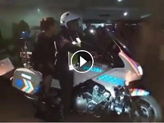 Menteri Susi Rela Naik Motor Polisi Pengawal Jalan Raya