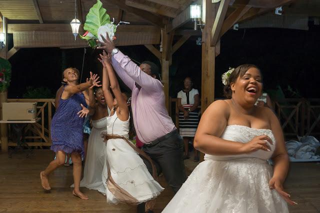 mariage-Guadeloupe-Bouillante-lancer du bouquet