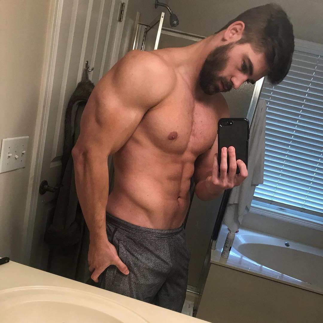 sexy-american-men-shirtless-fit-muscle-biceps-dark-beard-bathroom-selfie
