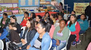Gestantes acompanham palestra sobre Programa Bolsa Família no CRAS Meudon