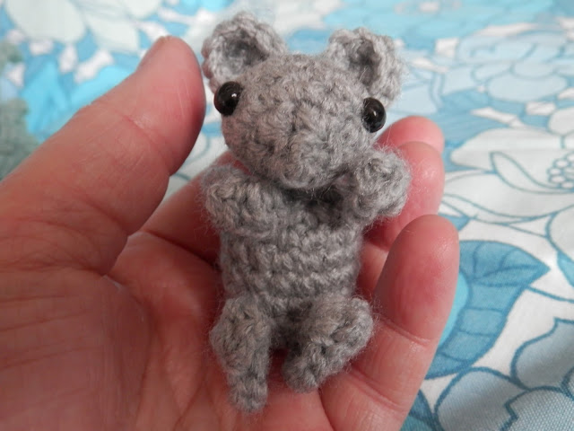 I made a thing, sleepy head mice. By UK crochet blogger secondhandsusie.blogspot.com #crochet #crochetblog #crochetmice #mousesleepyhead #ravelry