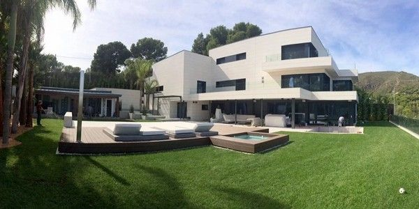 Lionel-messi-house-and-cars-a-great-view-of-lionel-Messi's-mansion-in-Bellamar